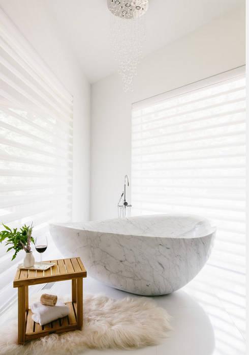 Bagno in stile  di Oikos Design