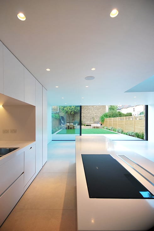 ELMS ROAD : minimalistic Kitchen by LBMVarchitects
