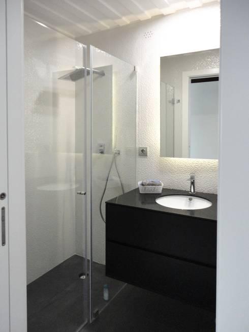 Quarto de banho: Casas de banho ecléticas por GAAPE - ARQUITECTURA, PLANEAMENTO E ENGENHARIA, LDA
