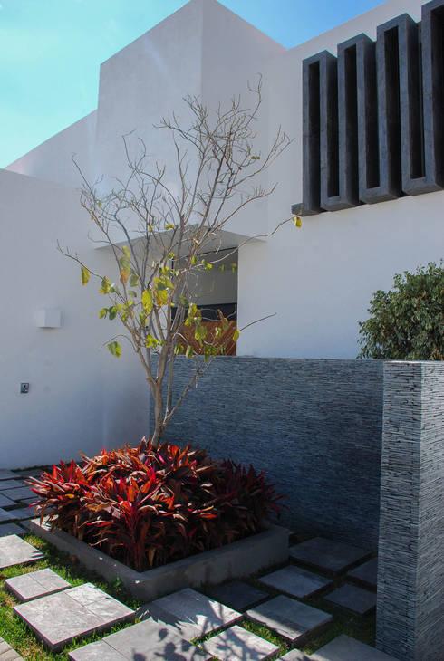 Casa J&J: Casas de estilo moderno por [TT ARQUITECTOS]