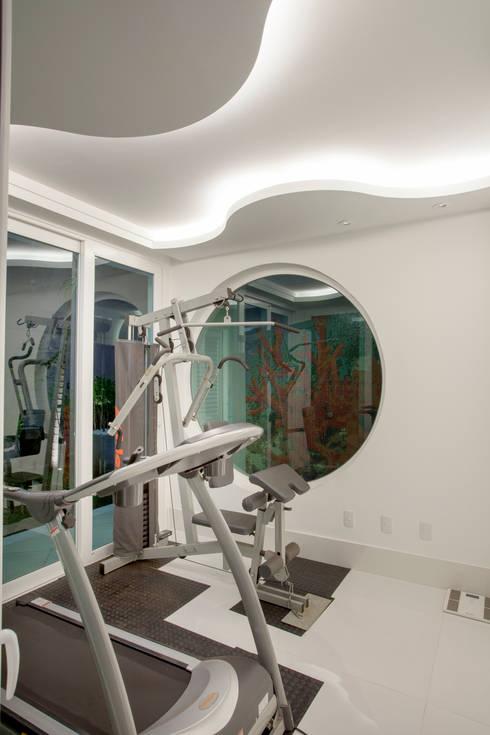 Casa Buriti: Fitness  por Arquiteto Aquiles Nícolas Kílaris