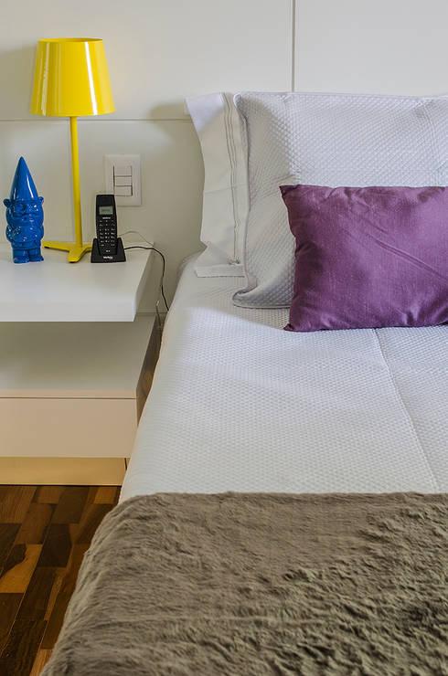 Apartamento Vila Nova Conceição: Quartos  por Marcella Loeb