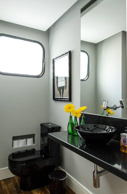 Apartamento Vila Nova Conceição: Banheiros modernos por Marcella Loeb