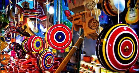 Juguetes típicos mexicanos: Hogar de estilo  por MoMé - Mobiliario México
