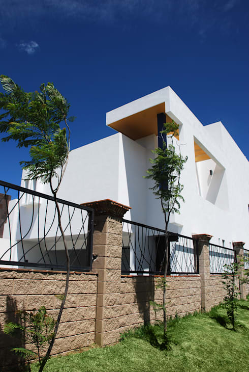 modern Houses by [TT ARQUITECTOS]