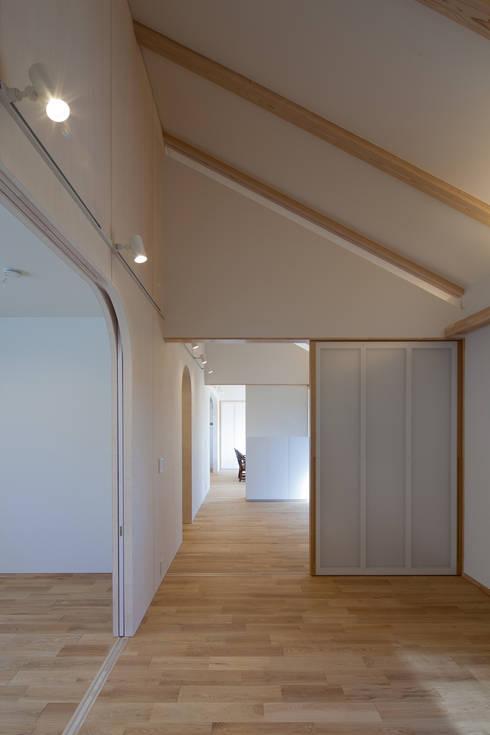福の家: モリリエ ケンチク&デザインが手掛けた書斎です。