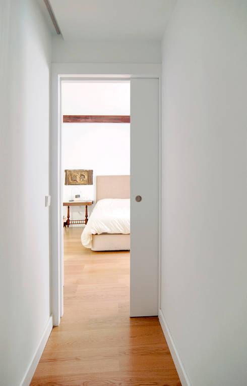 Dormitorio: Dormitorios de estilo  de CM4 Arquitectos
