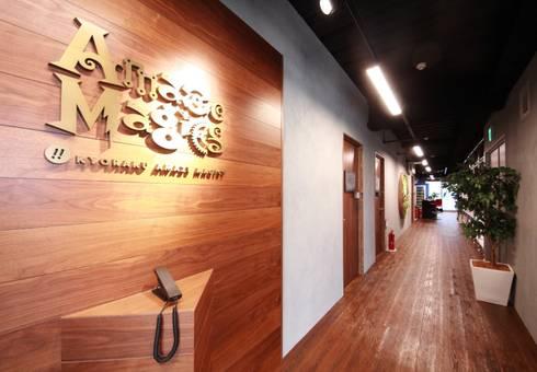 カフェのようなおもてなしの空間: 株式会社ヴィスが手掛けたオフィススペース&店です。