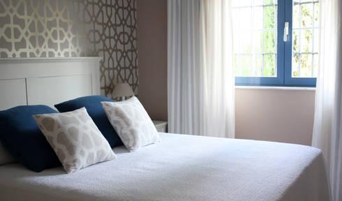 Vivienda privada en Marbella: Dormitorios de estilo clásico de Marta del Valle