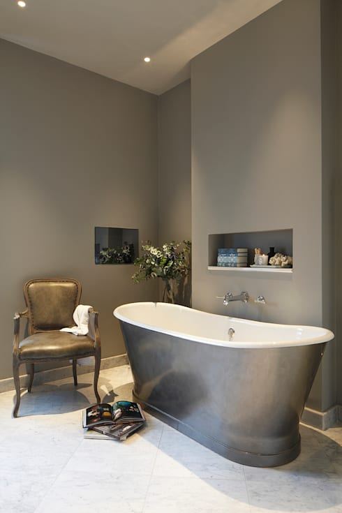 Master Bedroom Ensuite:  Bathroom by Laura Sole Interiors
