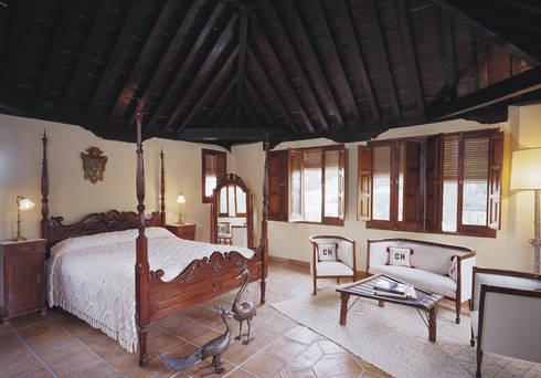 Hotel Carmen de los Chapiteles ***: Hoteles de estilo  de Estudio de arquitectura Jesús del Valle