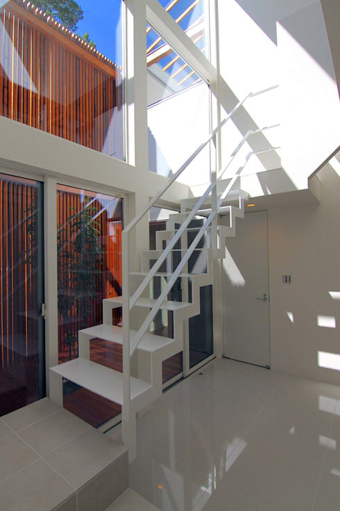 HOUSE M・Y: nagena が手掛けた廊下 & 玄関です。