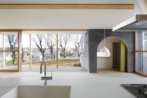 SHR house: sun tan architects studioが手掛けたキッチンです。