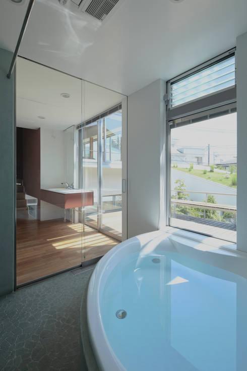 浴室: 工藤宏仁建築設計事務所が手掛けた浴室です。