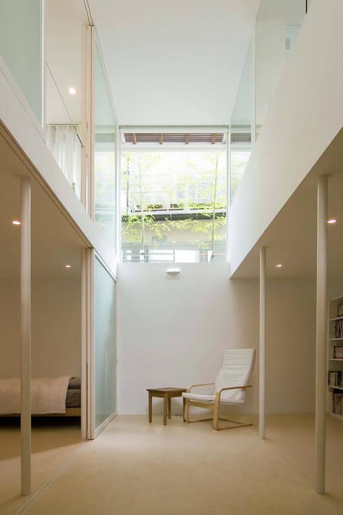 地下吹き抜け: 株式会社 アーキショップ 一級建築士事務所が手掛けた和室です。