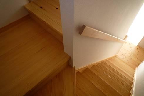 階段室: 石井設計事務所/Ishii Design Office が手掛けた廊下 & 玄関です。
