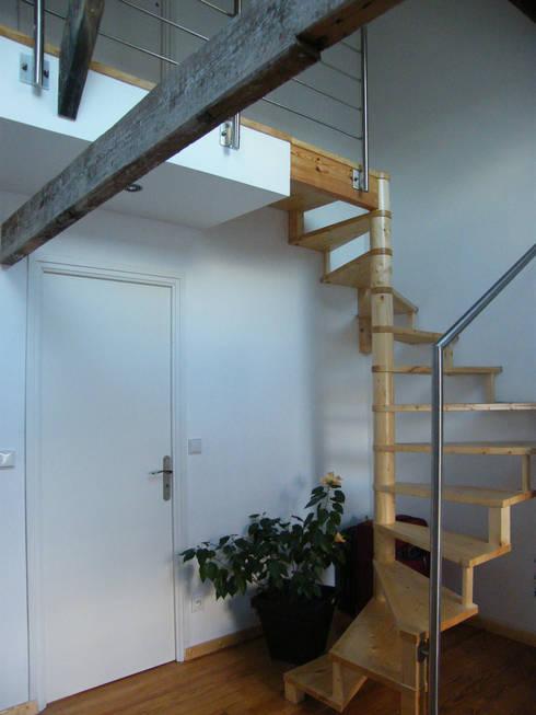 Accès au 2e étage:  de style  par AB+ARCHI
