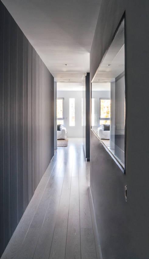 vivienda A-MOR-I-SART estudiocincocincouno_Madrid 2014: Pasillos y vestíbulos de estilo  de estudio551
