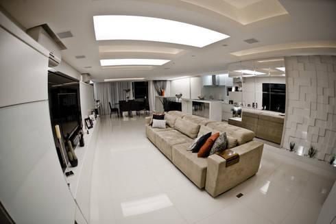 Apartamento E&E.S - Sala de Estar: Salas de estar modernas por Kali Arquitetura