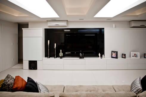 Apartamento E&E.S - Sala de Estar: Sala de estar  por Kali Arquitetura