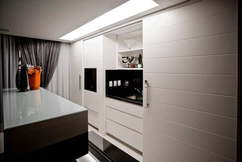 Apartamento E&E.S - Cozinha: Cozinhas modernas por Kali Arquitetura