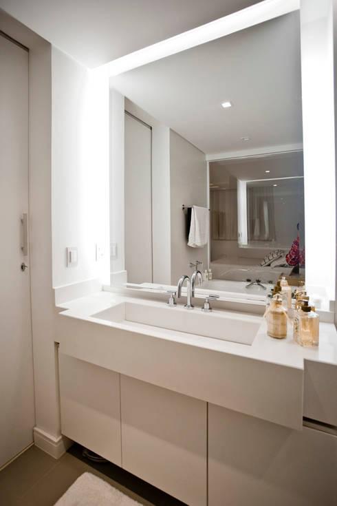 Apartamento E&E.S - Banheiro: Banheiro  por Kali Arquitetura