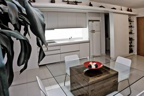 APP | Cozinha: Salas de jantar modernas por Kali Arquitetura