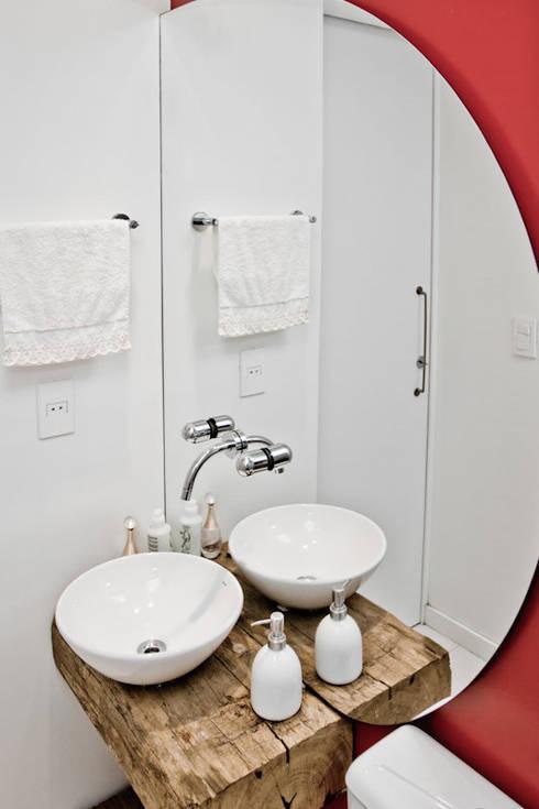 APP | Lavabo: Banheiros modernos por Kali Arquitetura