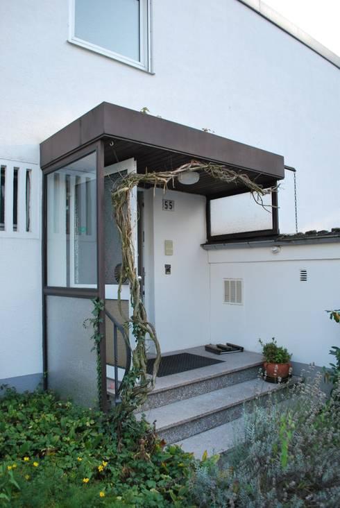 Das Haus, das aus der Reihe tanzt:   von Ivo Nikolov Architekt