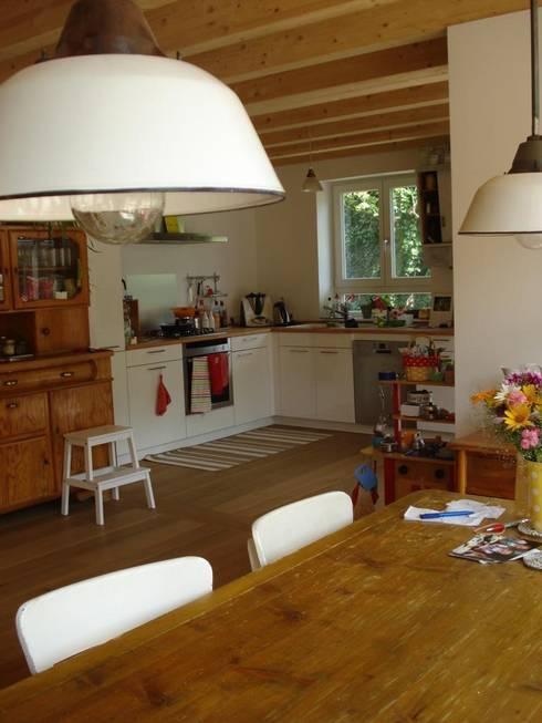 Wohngesundes Holzhaus - modern und kostengünstig:  Küche von Neues Gesundes Bauen