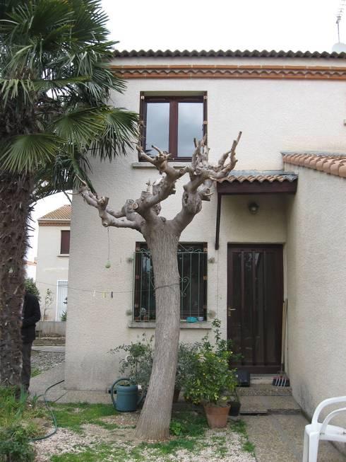 la façade sur rue avant les travaux:  de style  par casa architectes