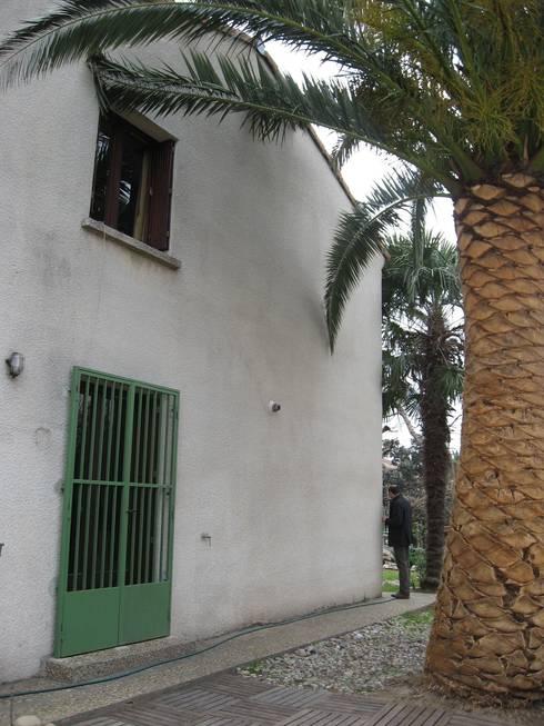 la façade qui va être percée pour créer l'extension:  de style  par casa architectes