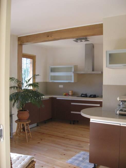 ambiance chaleureuse:  de style  par casa architectes