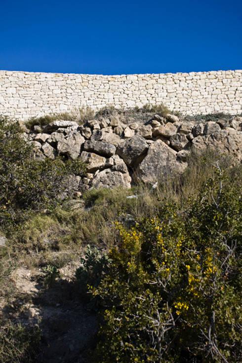 Mimetizada con el entorno: Casas de estilo rural de Tomás Amat Estudio de Arquitectura