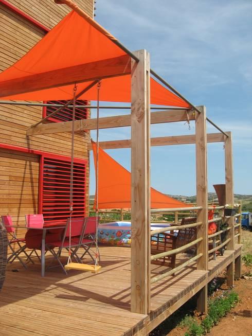 terrasse: Maisons de style  par casa architectes