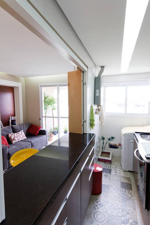 Apartamento Parque Butantã - 50m²: Cozinhas  por Raphael Civille Arquitetura