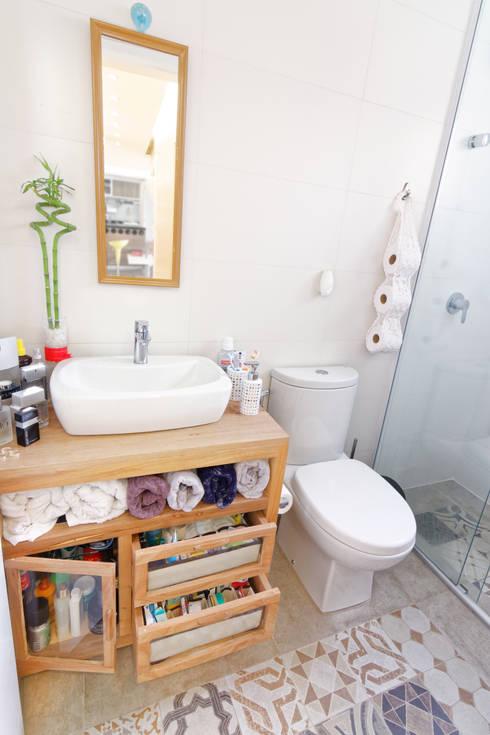 Apartamento Parque Butantã - 50m²: Banheiros  por Raphael Civille Arquitetura