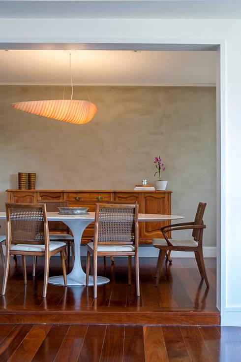 apartamento LAC: Salas de jantar modernas por Raquel Junqueira Arquitetura