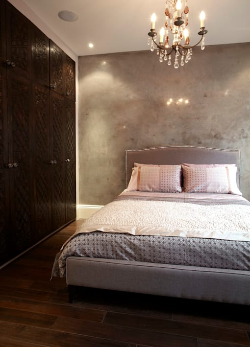 Renovation of Flat Marylebone: eclectic Bedroom by Saunders Interiors Ltd