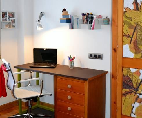 ZONA DE ESTUDIO: Dormitorios de estilo ecléctico de  MIKELY Decoradores de Interiorismo