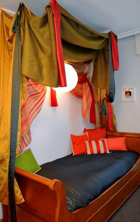 CAMA MORA: Dormitorios de estilo ecléctico de  MIKELY Decoradores de Interiorismo