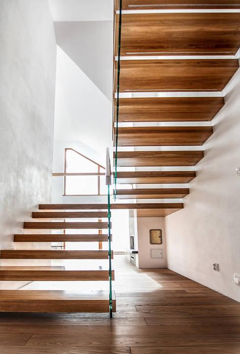 SCHODY  Wspornikowe WS-21: styl , w kategorii Korytarz, hol i schody zaprojektowany przez KAISER Schody Sp. z o.o.