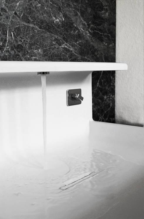 JP - Lavabo: Bagno in stile  di MG12