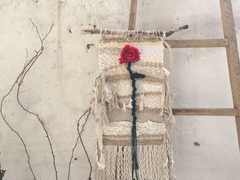 Tapiz Sant Jordi.: Paredes y suelos de estilo mediterráneo de Meublé