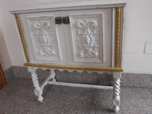 Porta tv :  in stile  di Restauro e Restyling