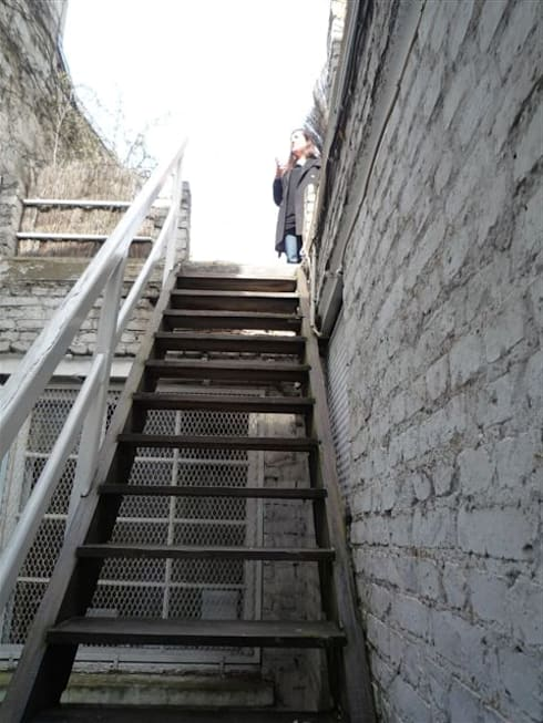 Ancien accès terrasse AVANT:  de style  par Capucine de Cointet architecte