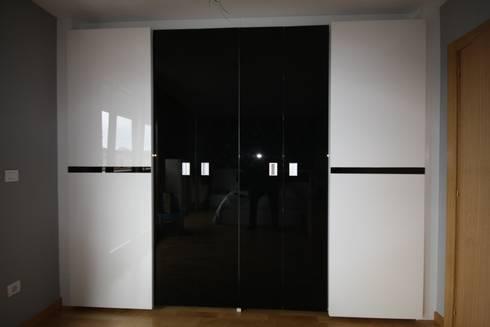 Armario - Wardrove: modern Bedroom by Muebles San Jose