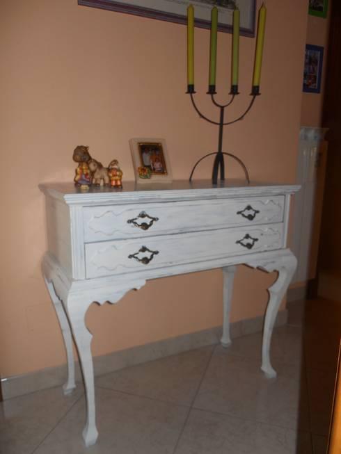 Consolle :  in stile  di Restauro e Restyling di Liana Di Nardo