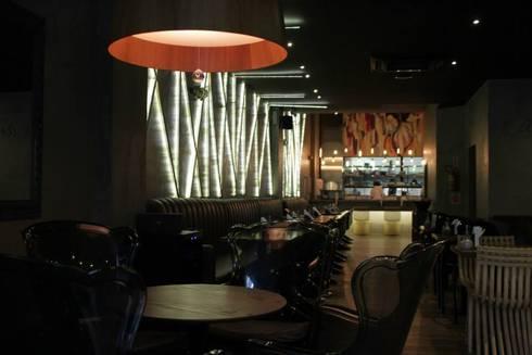 SALAO PRINCIPAL: Espaços gastronômicos  por Gabriela Herde Arquitetura & Design
