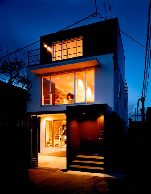 外観 夜景: 井戸健治建築研究所 / Ido, Kenji Architectural Studioが手掛けた家です。